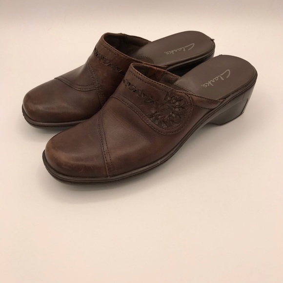 Cute leather clogs